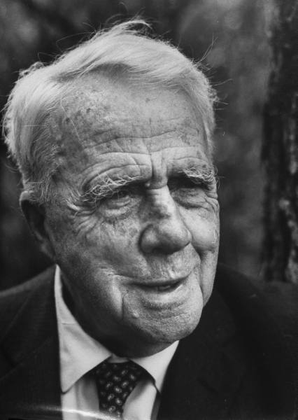 robert frost s use of imagry in Browse through robert frost's poems and quotes 191 poems of robert frost still i rise, the road not taken, if you forget me, dreams, annabel lee robert lee frost was an american poet.