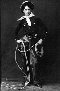 A 1900 photo of Will Rogers with his rope.